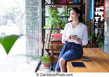 smukke, kvindelig, bruge, digital tablet, ind, cafe