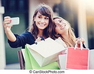 """smukke piger, hos, shopping bags, indtagelse, en, """"selfie"""""""