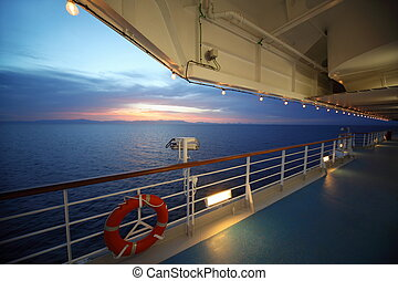 smukke, udsigter, af, dæk, i, cruise, ship., sunset., række, i, lamps., lifebuoy.