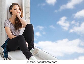 smutny, ładny, teenage dziewczyna, posiedzenie, na, podokiennik