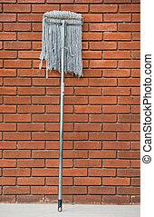 smutsa ner, golvmopp, mot, den, orage, tegelsten vägg