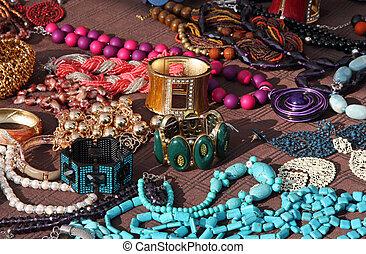 smycken, halsband, och, årgång, armband, till salu, hos, loppmarknad