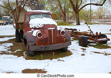 sneeuw, oude vrachtwagen, in, de, vroeg, ?????? ??????, in,...