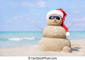 sneeuwpop, strand., zee, rood, kerstman, het glimlachen, hoedje, zanderig