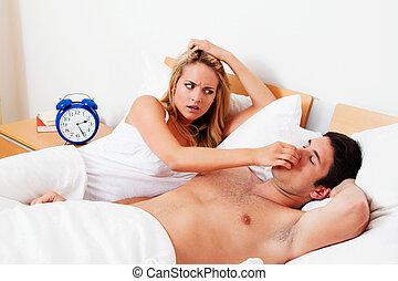 snore while sleeping - couple in scvhlafzimmer. husband ...