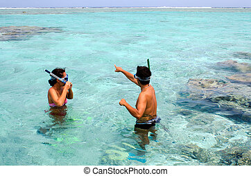 snorkeling, en, aitutaki, laguna, islas de cocinero