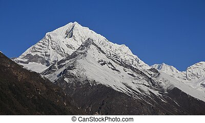 Snow capped mountains in the Everest National Park