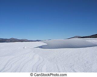 snow  drift - big snow drift on the lake