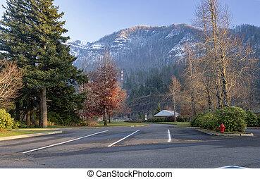 Snow in the cascade mountains Bonneville Oregon. - Snow and ...