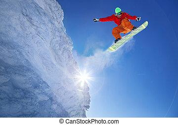 snowboarder, sauter, contre, ciel bleu