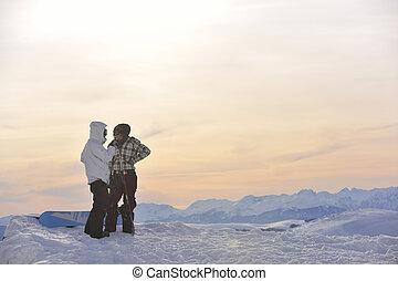 snowboarder\'s, coppia, su, mountain\'s, cima