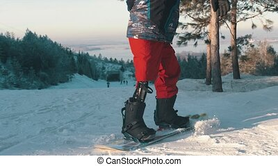 Snowboarding - A man with prosthetic leg standing on the ...