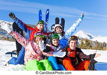 snowboards, positif, haut, mains, amis, levage
