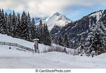 snowbound, straat, in, oostenrijk, bergen