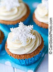 Snowflake cupcakes - Cupcakes decorated with sugar...