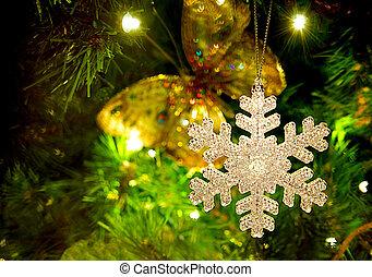 snowflake, ornamento, penduradas, de, um, natal, árvore.