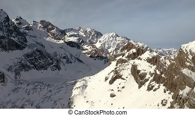 Snowy mountains in the Alps - Snowy mountains in winter ...
