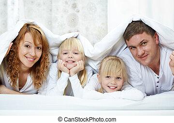 sob, família, cobertor
