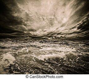 sobre, céu dramático, tempestade, oceânicos