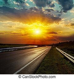 sobre, dramático, pôr do sol, estrada asfalto