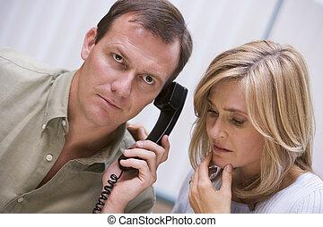 sobre, telefone, notícia má, recebendo, par