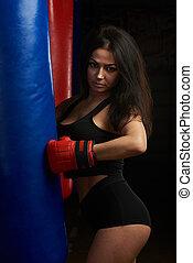 socando sacola, mulher, boxe
