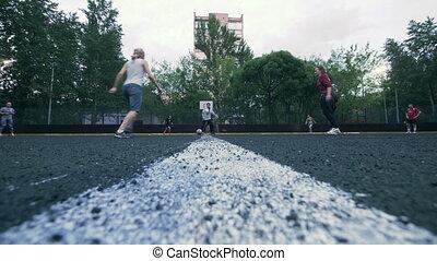 soccer gracze, pociąg, outdoors., kobiety, gra, piłka nożna, powolny, motion., kobieta, piłka nożna