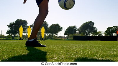 Soccer player tossing the ball between his legs 4k - Close-...