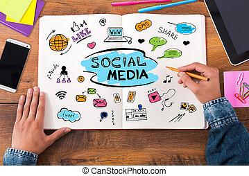 social, media., topp se, närbild, avbild, av, man, skissa, in, hans, anteckningsbok, medan, sittande, hos, den, trä skrivbord