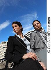 socios de negocio, en la ciudad