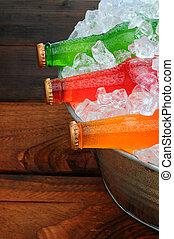 soda, botellas, en, cubo, en, mesa merienda campestre