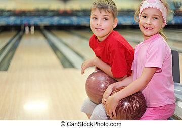 soeur, balles, asseoir, frère, allées, bowling, club;, prise...