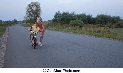 soeur, elle, cavalcade, petit frère, vélo, enseignement