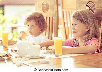 soeur, frère, petit déjeuner