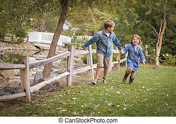 soeur, jeune, dehors, frère, courant, heureux