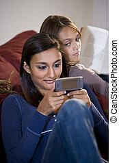 soeur, texting, adolescent, montres, quoique, derrière, girl