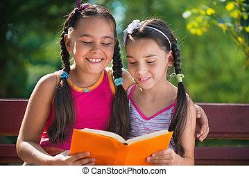 soeurs, été, livre, parc, lecture