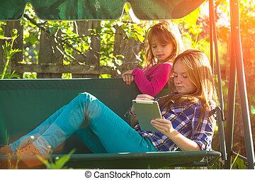 soeurs, park., pc, jeune, tablette