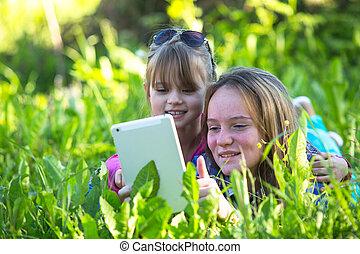 soeurs, pc, park., jeune, tablette