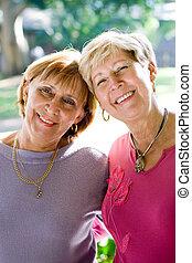 soeurs, personne agee, heureux