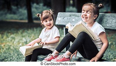 soeurs, peu, livre, deux, lecture