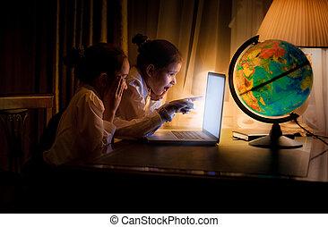 soeurs, utilisation, peu, ordinateur portable