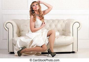 sofá, branca, mulher, vestido, sentando