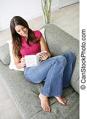 sofá, desfrutando, mulher, livro