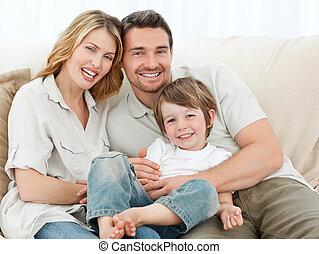 sofá, familia feliz, su