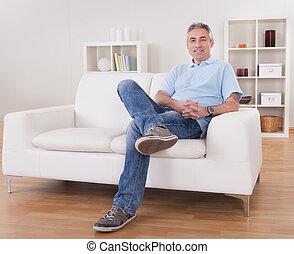 sofá, homem, maduras, sentando