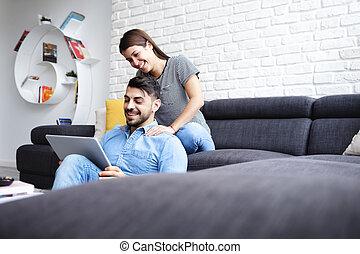 sofá, menina, namorado, massaging, lar