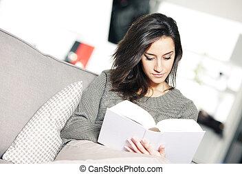 sofá, mulher, livro, jovem, retrato, mentindo