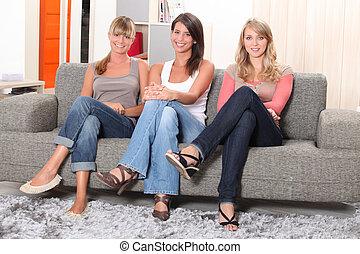 sofá, mulheres, jovem, sentando
