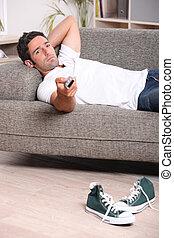 sofá, televisión, el relajar del hombre, mirar